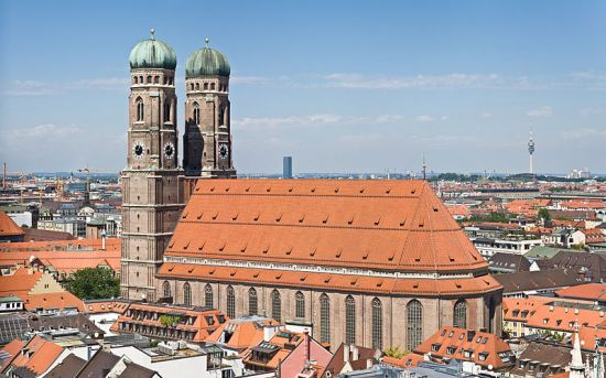 800px-frauenkirche_munich_-_view_from_peterskirche_tower2